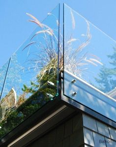 glass deck railing -- Exterior Photos Glass Railing Design Ideas, Pictures, Remodel, and Decor balkony ideas Glass Balustrade, Glass Railing, Deck Railings, Steel Railing, Contemporary Stairs, Contemporary Garden, Contemporary Building, Contemporary Wallpaper, Contemporary Chandelier