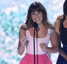 #LeaMichele HONORS #CoryMonteith Wearing His Necklace & Diamond Ring @ #TeenChoiceAwards – PICS!!!
