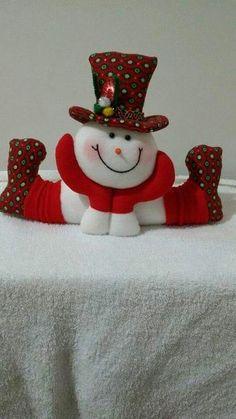 Best 12 Stephy García Ferrer's media content and analytics Felt Snowman, Snowman Christmas Ornaments, Christmas Tree Toppers, Felt Christmas, Simple Christmas, Christmas Crafts, Christmas Wall Hangings, Wine Glass Crafts, Santa Decorations