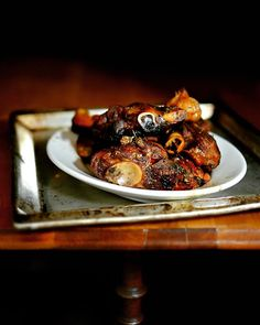 Seven hours lamb a la Anthony Bourdain. Plus a recipe for sugo. In German