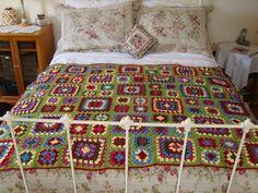 crochet granny love the colors, looks vintage Crochet Granny, Knit Crochet, Granny Love, Granny Square Blanket, Looks Vintage, Crochet Crafts, Color Combos, Patchwork Bedspreads, Stitch