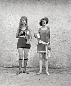 Two winners of a 1922 Beauty Pageant, when beauty standards were much different. The one of the left looks like Nia Vardalos, don't you think?
