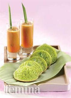 Femina.co.id: SERABI KUAH #resep Indonesian Desserts, Indonesian Cuisine, Asian Desserts, Sweet Desserts, Asian Recipes, Indonesian Recipes, Malay Food, Traditional Cakes, Malaysian Food