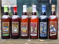 """Qui vi proponiamo in offerta un Box di Assaggio che racchiude tutte le 6 tipologie di birra prodotte dal Birifficio """"Casa Vecia"""".  Il Box contiene: n.1 """"Calibro 5"""" (bionda belga); n.1 """"Dazio"""" (Ambrata pale ale); n.1 """"Formenton"""" (Weissen / Blanche); n.1 """"Stayon"""" (Saison belga); n.1 """"Molo"""" (Porter nera); n.1 """"Special"""" (Chiara belga);  L'articolo del Birrificio: Micro-Birrificio """"Casa Veccia"""" - E…"""