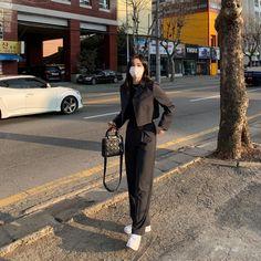 Korean Girl Fashion, Ulzzang Fashion, Korean Street Fashion, Kpop Fashion Outfits, Tomboy Fashion, Look Fashion, Korean Outfit Street Styles, Korean Outfits, Retro Outfits