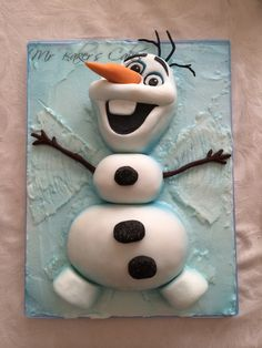 Olaf frozen cake sculpture