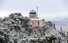 Χιονισμένο το κτίριο του Αστεροσκοπείου, στο Φιλοπάππου  2017-1-10