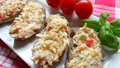 Sýročesneková pomazánka a čerstvý chléb. Mňam!!!