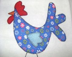 Pano de prato Chicken Quilt, Chicken Bird, Applique Quilts, Embroidery Applique, Mug Rugs, Craft Sale, Paper Piecing, Tea Towels, Rooster
