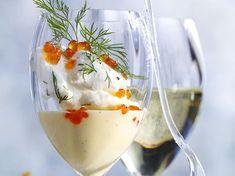 Découvrez la recette Ile flottante aux œufs de saumon sur cuisineactuelle.fr.