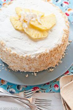 Eine köstliche Überraschung für die Gäste gelingt mit diesem raffinierten Rezept für die sommerliche Pina-Colada-Torte.