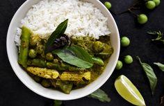 VEGAN GREEN THAI CURRY // SERVED ON JASMINE RICE http://chayvert.com/2014/11/06/vegan-green-thai-curry-served-on-jasmine-rice/