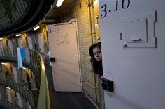 【時事 current events】 閉鎖した刑務所に暮らす難民、写真14点、オランダ | ナショナルジオグラフィック日本版サイト