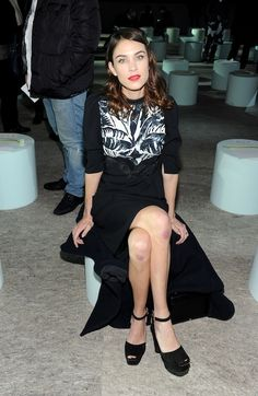Alexa Chung looks fabulous again frontrow at Marc Jacobs. But did she fall on her knees or something?