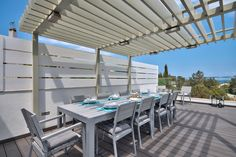 Outdoor Dining Area #outdoordining #alfrescodining #outdoor  #luxury #villa #travel #inspiration #luxdesign  #modern #views #pooldeck