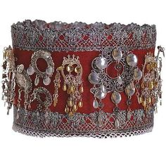 This was indicated as the crown for brides, Hallingdal, however, I see many søljes on this band. Norwegian Vikings, Beautiful Norway, Folk Costume, Costumes, Norway Travel, Unusual Art, Bridal Crown, My Heritage, Memento Mori