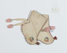 한국자수박물관 Korean Traditional, Traditional Outfits, Korean Art, Chinese Style, Hand Embroidery, Folk Art, Diy And Crafts, Coin Purse, Wallet