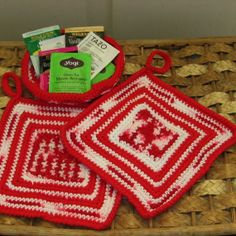 Hanging Pot Holder and Basket Set in Red and White Abstract Design Handmade by @rssdesignsfiber of  RSSDesignsInFiber in stronge worsted cotton yarns - #ecofriendly !! #cpromo