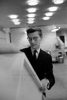 * Yves Saint Laurent chez Dior 1947 photo Pierre Boulat