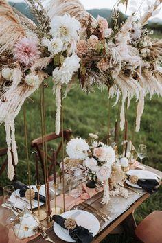 amazing boho wedding flower centerpieces for backyard wedding ideas Elegant Wedding Cakes, Wedding Menu, Home Wedding, Wedding Tips, Wedding Blog, Fall Wedding, Wedding Styles, Wedding Planning, Wedding Invitations