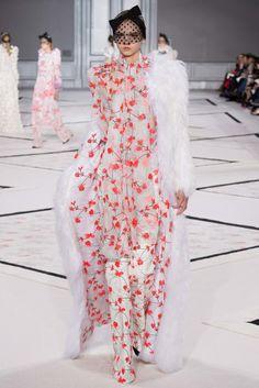 Giambattista Valli Spring 2015 Couture Fashion Show - Molly Bair (Elite)
