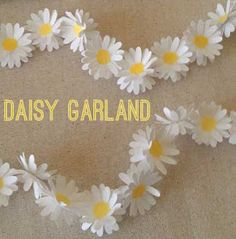 DIY Daisy Garland center dots of yellow. hole punch from yellow paint samples? Flower Crafts, Diy Flowers, Paper Flowers, Paper Flower Garlands, Flower Backdrop, Daisy Party, Daisy Wedding, Fête Toy Story, Diy Paper
