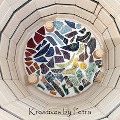 einen Blick in meinen Brennofen ;-))  bunte Fliesenstücke für mein Mosaik in meiner Werkstatt kreativesbypetra #Keramik #ceramik #brennofen #Glasur #glasurbrand #glaze #ton #töpfern #töpferei #plattentechnik #herzen #fliesen #botz Teller, Petra, Mandalas, Mosaics, Work Shop Garage, Tile, Clay, Canvas, Schmuck