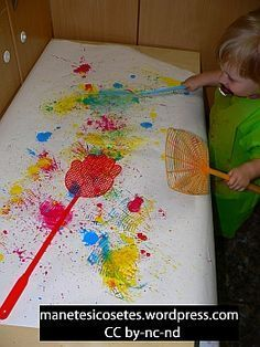 Estampem amb pales matamosques - Crafts for Kids and more. Toddler Art, Toddler Crafts, Crafts For Kids, Painting For Kids, Art For Kids, Ice Painting, Sensory Art, Messy Art, Baby Art