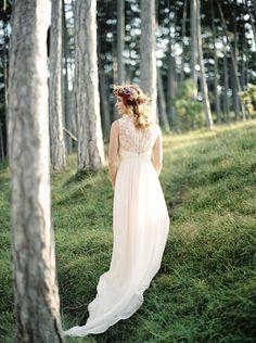 Elfenkleid wedding dress for a bohemian wedding styled shoot © melanie nedelko fine art photography