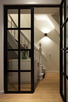 Clairz Interior Design | lamp bij trap en deuren
