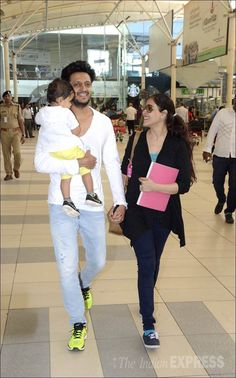 Riteish Deshmukh, wife Genelia D'Souza and son Riaan at Mumbai airport. Bollywood Images, Bollywood Posters, Bollywood Couples, Bollywood Actors, Bollywood Celebrities, Bollywood Fashion, Genelia D'souza, Cute Celebrity Couples, Cute Kids Photography