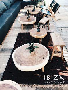 Nice! Vanmiddag een hele mooie foto ontvangen van de ronde teakhouten salontafels bij Ubuntu Beach. Wat vind jij van deze salontafels? Heb je interesse in één van onze producten, een vraag of wil je een afspraak maken in de loods? Stuur dan een e-mail naar ibizaoutdoor@gmail.com en je ontvangt snel antwoord.