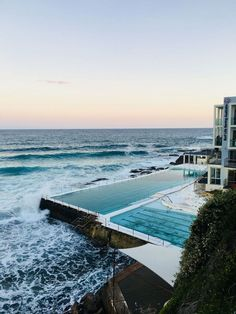 Bondi Beach is probably Australia's most famous beach. If you are planning to go for a mini-break to this hipster suburb, then check out my travel guide. I wandered the streets of Bondi, watched a sunset and enjoyed some time at the beach. Perth, Melbourne, Places To Travel, Travel Destinations, Places To Go, Beach Aesthetic, Travel Aesthetic, Between Two Worlds, Around The Worlds
