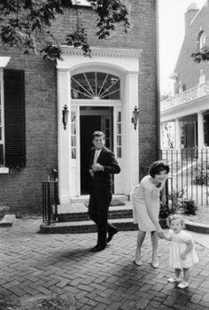 black and white photography - Mark Shaw - jfk jackie caroline house 1959.jpg