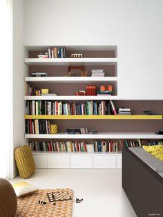 A good idea for my next deco Cool Bookshelves, Bookshelf Design, Bookcase Shelves, Book Shelves, Living Room Inspiration, Interior Inspiration, Colour Inspiration, Cabinet Design, Home And Living