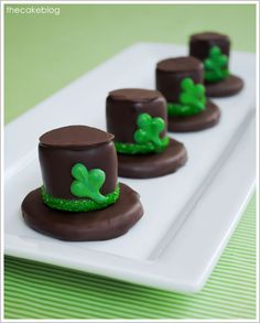 DIY Leprechaun Hat Smores for St. Patrick's Day #candy #stpatricksday #dessert