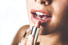 Πώς να βάλω σωστά ρουζ; Τα 5 πιο συχνά λάθη που κάνεις με το ρουζ και πώς να τα αποφύγεις Using Concealer, How To Apply Concealer, How To Apply Makeup, Mineral Makeup Brands, Best Makeup Products, Makeup Tips For Older Women, Sheer Lipstick, Girl Life Hacks, Braids For Black Hair
