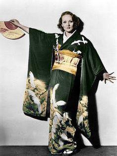 """""""着物を着たマレーネ・ディートリッヒ、1935年 Marlene Dietrich in a kimono, 1935"""""""