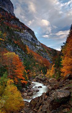 Landscape / Nature, El barranco multicolor, Valle de Hecho