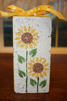 flower doorstop for a thank you gift Painted Stepping Stones, Painted Pavers, Painted Rocks, Cement Pavers, Paver Stones, Brick Pavers, Concrete Blocks, Painted Bricks Crafts, Brick Crafts