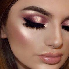 Muito glow @makeupbyliha #makediva #makeglow #maquigem #maquiagemtop #hudabeauty #blogmaquiando #makeup