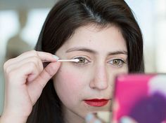 Q Tip Beauty Tricks - Dust translucent powder over your eyelashes between mascara applications to plump up your lashes.