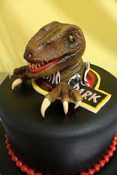 Jurassic Velocoraptor cake med by Amanda Oakleaf Cakes, via Flickr