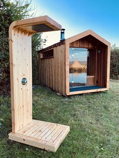 Outdoor sauna and sauna shower Outdoor Sauna, Outdoor Baths, Outdoor Bathrooms, Outdoor Showers, Outdoor Rooms, Sauna House, Tiny House Cabin, Tiny House Design, Design Sauna