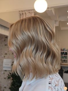 Lyxig blond hårfärg - Peach Stockholm - Lyxig blond hårfärg – Peach Stockholm You are in the right place about diy Here we offer you th - Cold Blonde, Blonde Hair Looks, Honey Blonde Hair, Champagne Blonde Hair, Love Hair, Balayage Hair, Hair Hacks, Dyed Hair, Hair Inspiration