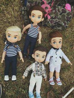 Someone turned some Disney animator dolls into boys. Ooak Dolls, Reborn Dolls, Blythe Dolls, Barbie Dolls, Disney Animator Doll, Disney Dolls, 18 Inch Boy Doll, Doll Tutorial, Doll Repaint