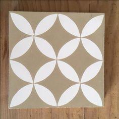 Modèle Yasmine de la Maison BAHYA, carreaux de ciment fabriqués à la demande, à personnaliser avec nos 72 couleurs. #carreauxdeciment #cementtiles #tailormade #handmade