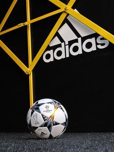 Balón de fútbol adidas Champions League. Foto  Marcela Sansalvador para  futbolmania.com   81bcf1bff1aa4