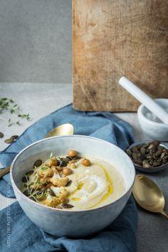 -enthält Reklame-  Es ist noch Suppe da! Um genau zu sein: Knaller Kichererbsen-Kartoffel-Suppe mit geröstetem Blumenkohl. HUI! Aus aktuellem Anlass ist dies der Startschuss für mein klitzekl…