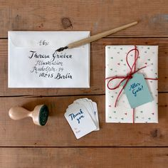 Instagram Takeover: hand lettered postcard envelope by Theresa Grieben; gift wrapping by Pleasedtomeet